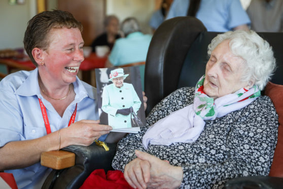 Centenarian Elizabeth Cruickshank and postie granddaughter Jackie Bremner.