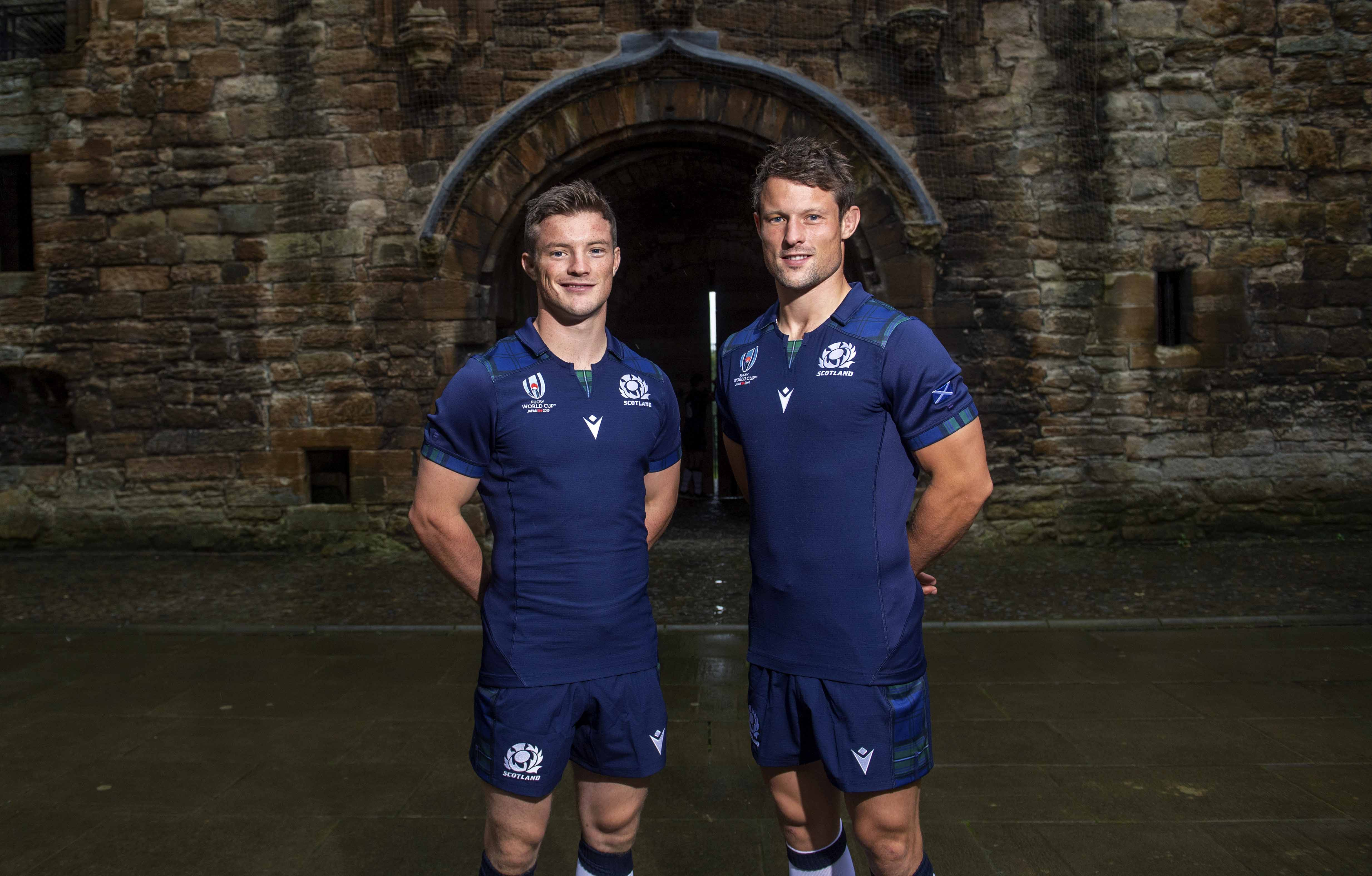 Brothers George (L) and Pete Horne are Glasgow's half-back pairing this weekend.