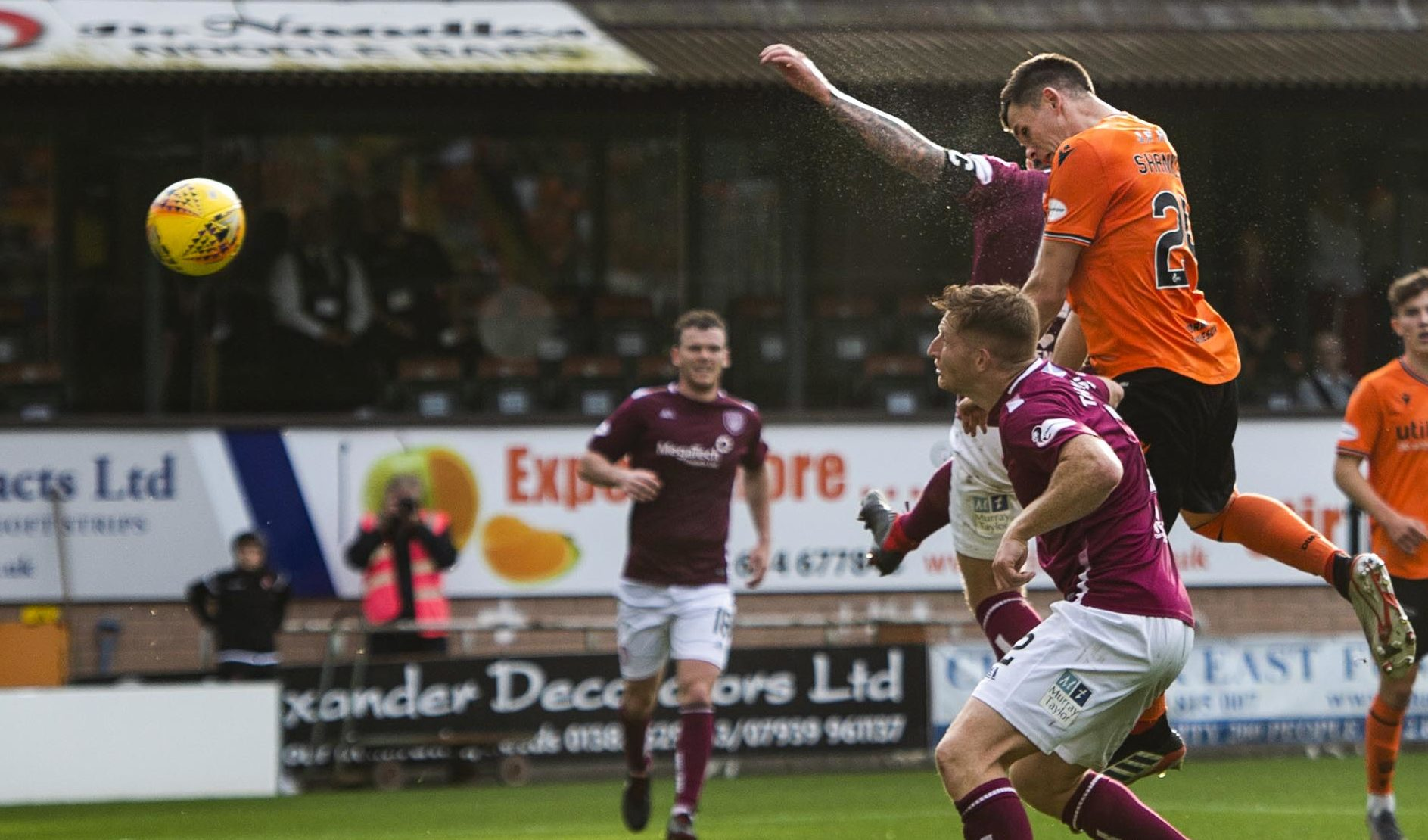 Lawrence Shankland heads home the winner in stoppage-time.