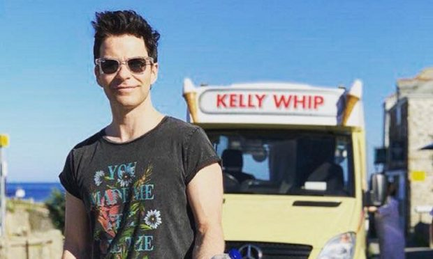 Kelly Jones is bringing his solo tour to Dundee this weekend.