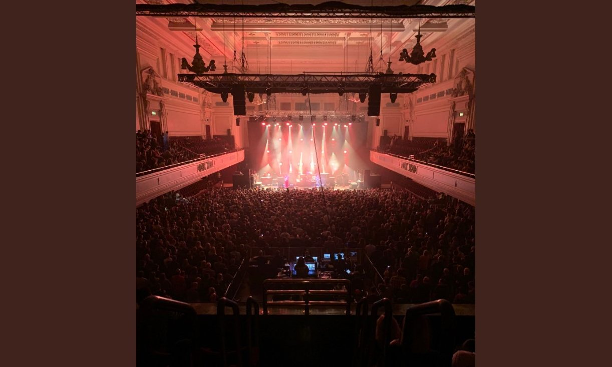 Biffy Clyro at Caird Hall, Dundee on October 14 2019 (Twitter/@BiffyClyro).