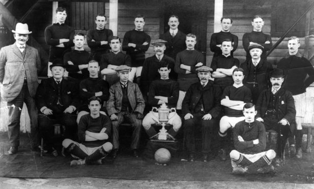 The Dundee FC Scottish Cup winning team which featured Langlands.