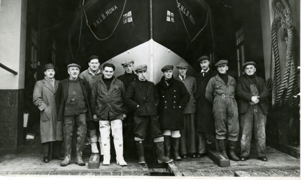 """Crew for the Borughty Ferry lifeboat, the """"Mona""""."""