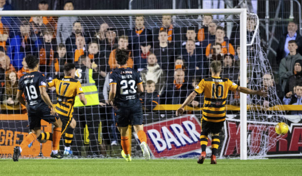 Alloa take the lead through Kevin O'Hara (No 17).