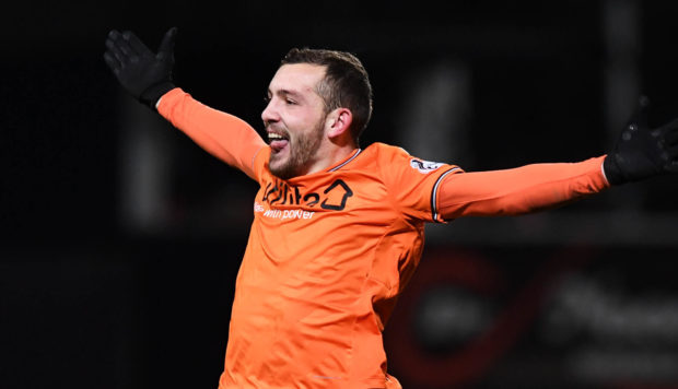 Paul McMullan has agreed to swap Dundee United for Dundee.