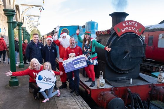 From left, Samantha Lindsay – Dorward (DSSB), Orlaith Lindsay – Dorward (aged 8), Andy Pegg (Caledonian Railway Events and Marketing Director), Robert Thorburn (Openreach Scotland Partnership Director), Santa and his helpers.