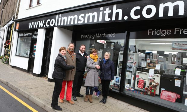 Picture shows; outside Colin M Smith in Forfar today are L/R, Cllr Lynne Devine, artist Neil Paterson, Jonathen Smith - Colin M Smith, artist Victoria Wylie and Charlotte Douglas - Town Centre Improvement Group, beside one of the walls that will be painted. Friday 13th December 2019. Dougie Nicolson / DCT Media.