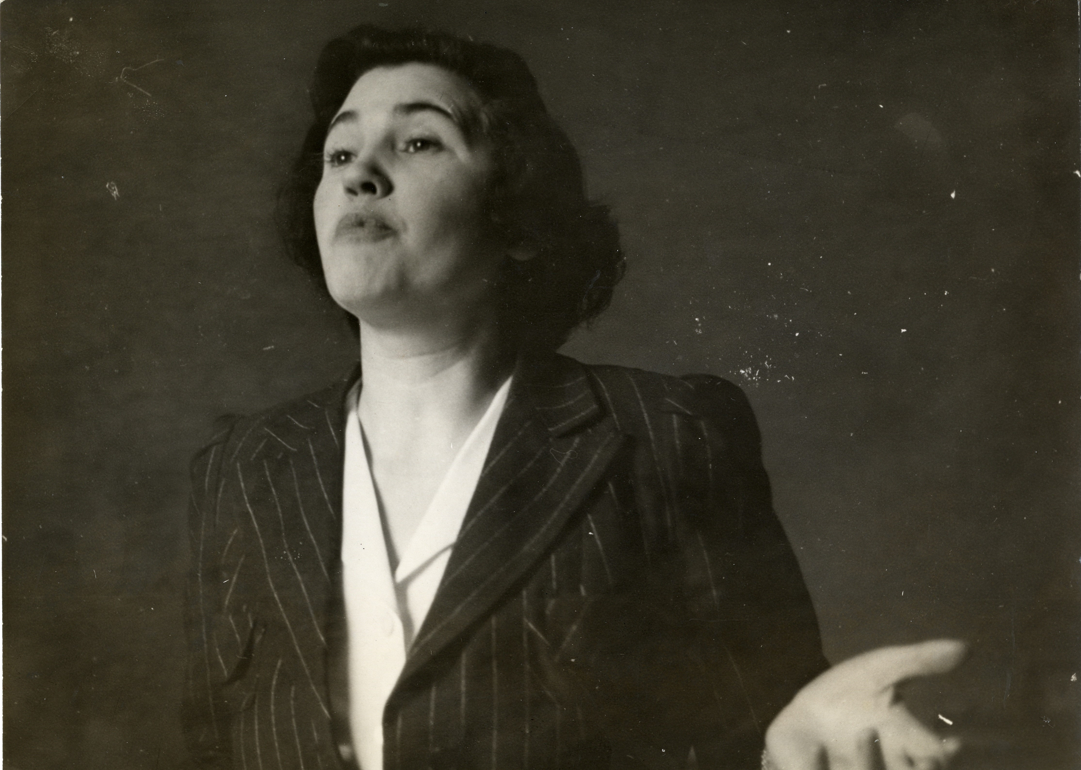 Jennie Lee lecturing in the 1930s.