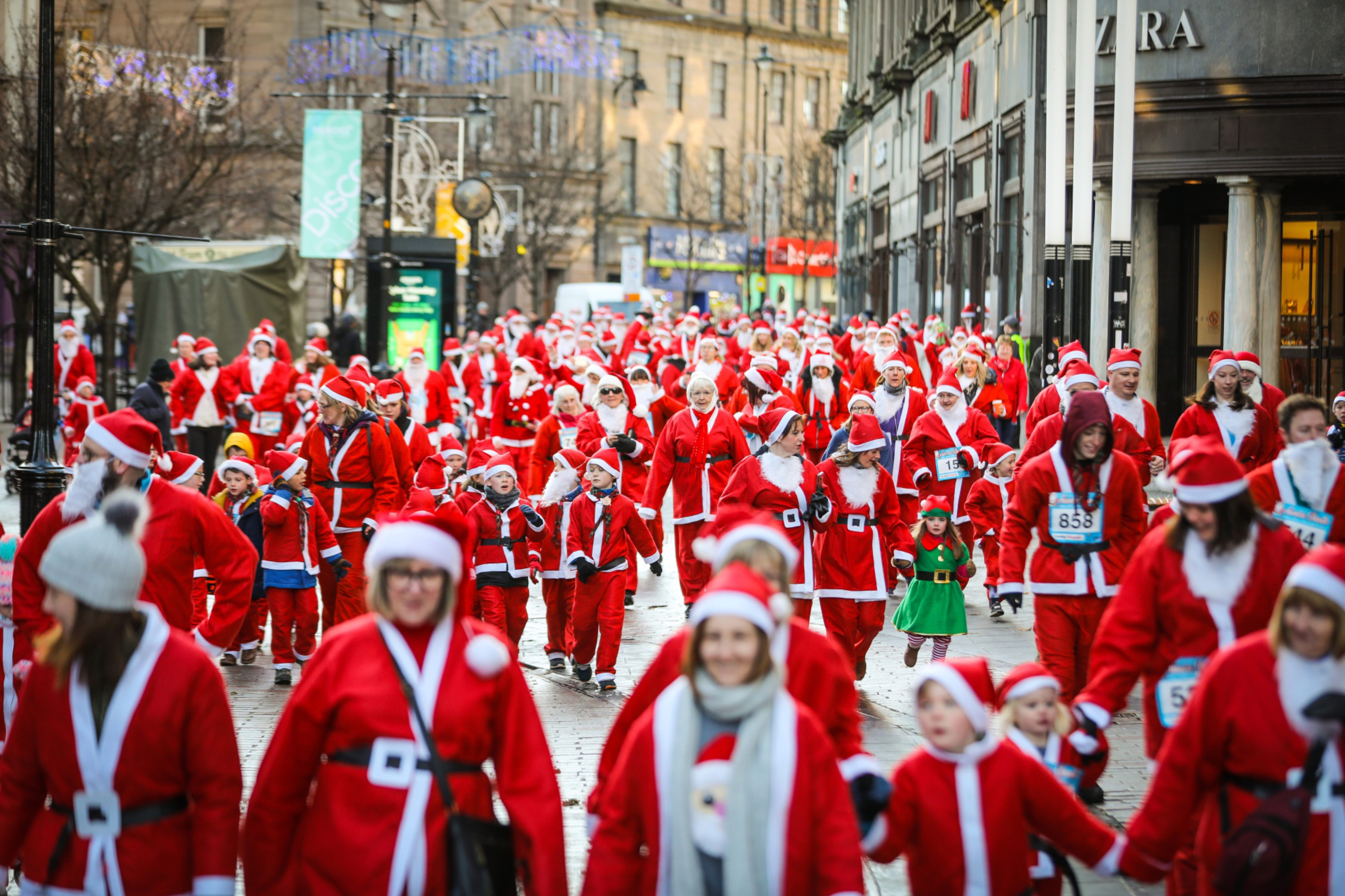 Hundreds of Santas took part in the Dundee Santa Dash.