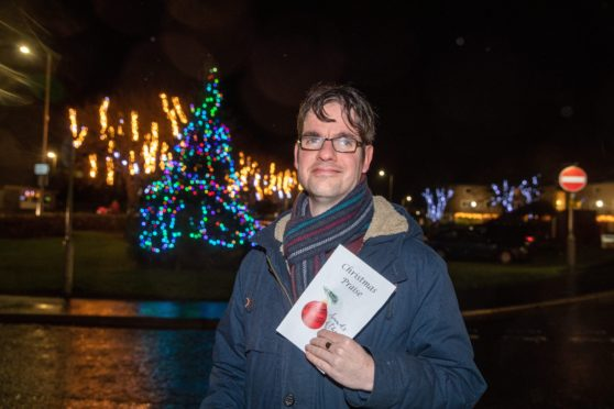 Rev Allan Morton officially launched Kennoway's Christmas display.