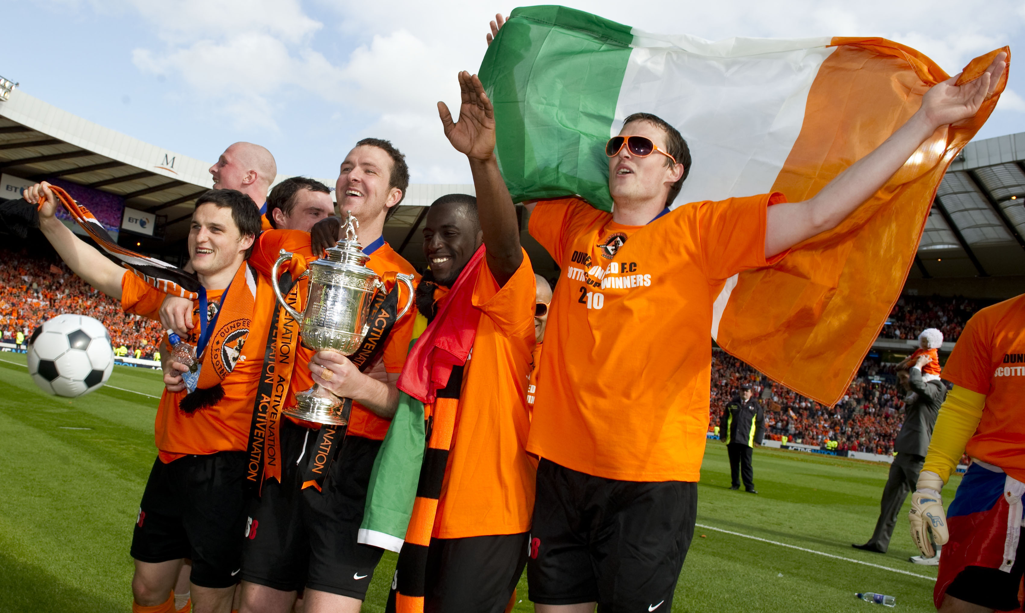 The Dundee United players  celebrate their cup final win.