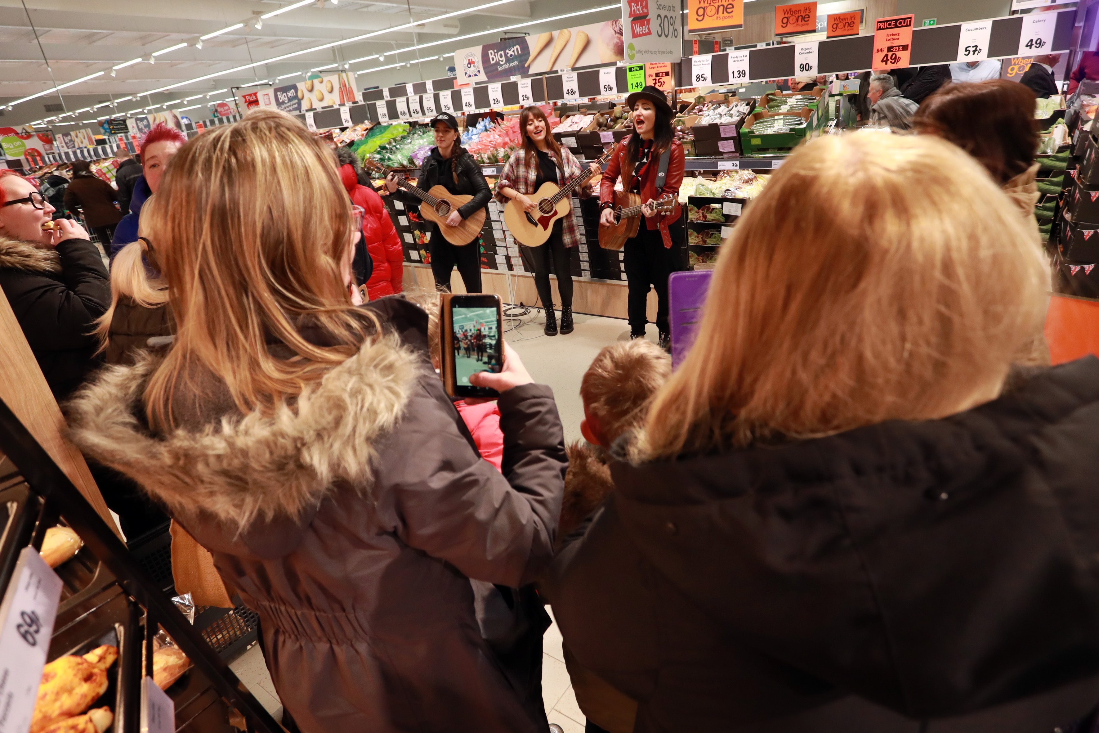 KT Tunstall was at the Lidl store in Cowdenbeath.