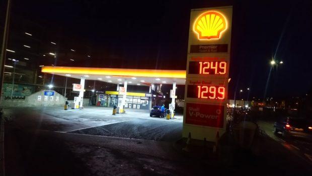 Shell on East Marketgait.