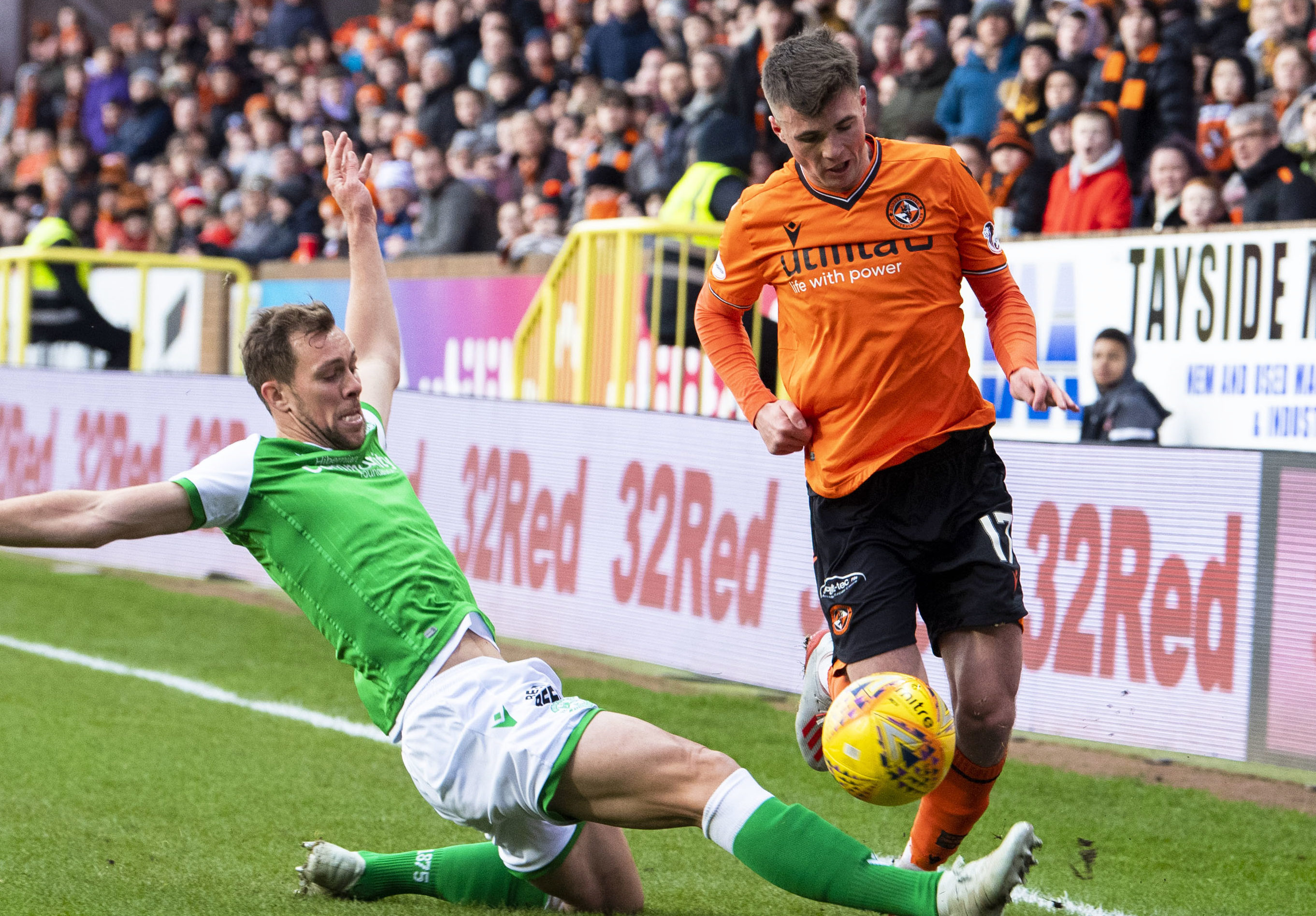 Hibernian's Steven Whittaker challenges Dundee United's Jame Robson.