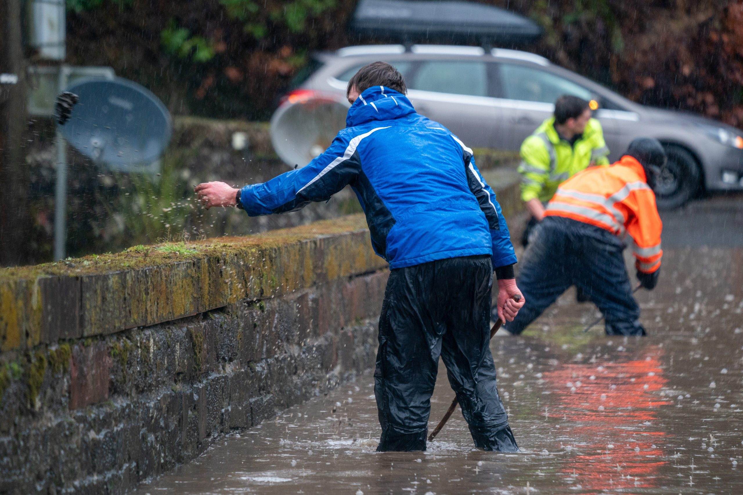 Locals rally to clear the debris preventing the flow of flood water back into the river Cally and allow the traffic to cross the bridge freely. Picture: Kenny Smith.