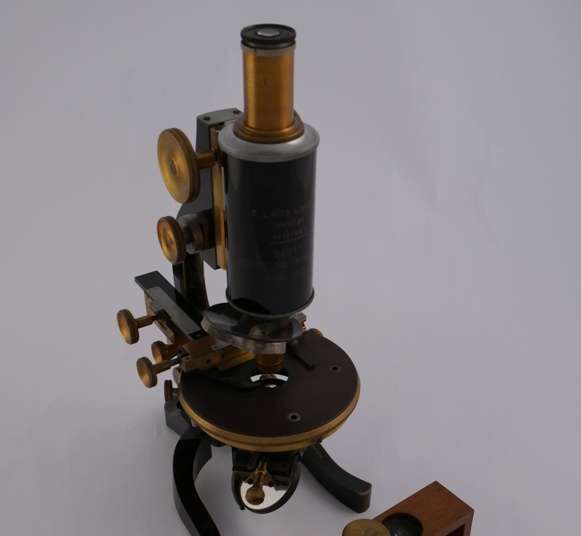 The microscope donated to Discovery Point.