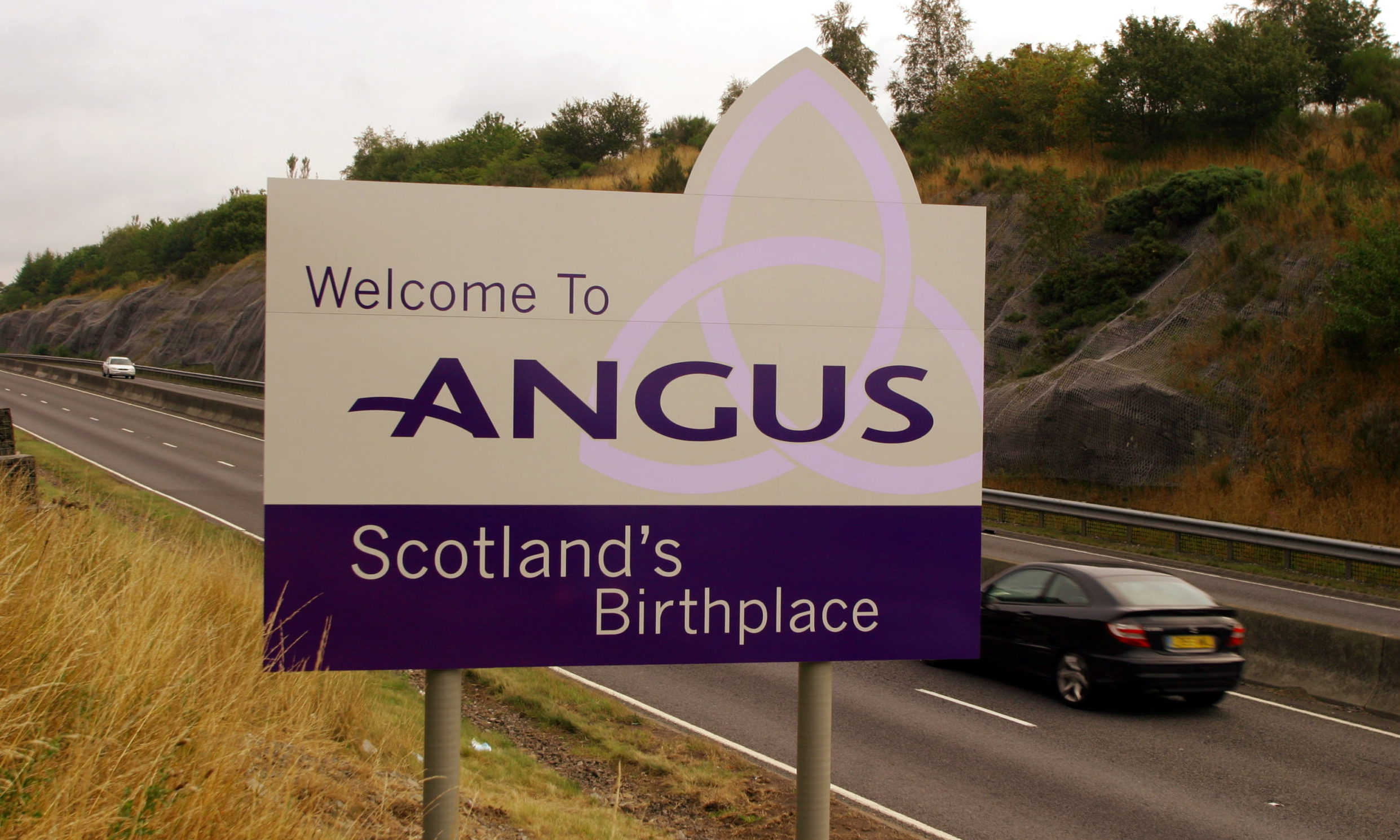 Welcome to Angus sign by the A90