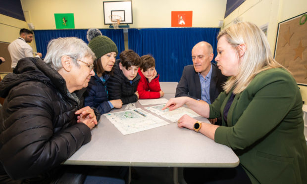 Residents quizzed the project team about North Muirtons new school.