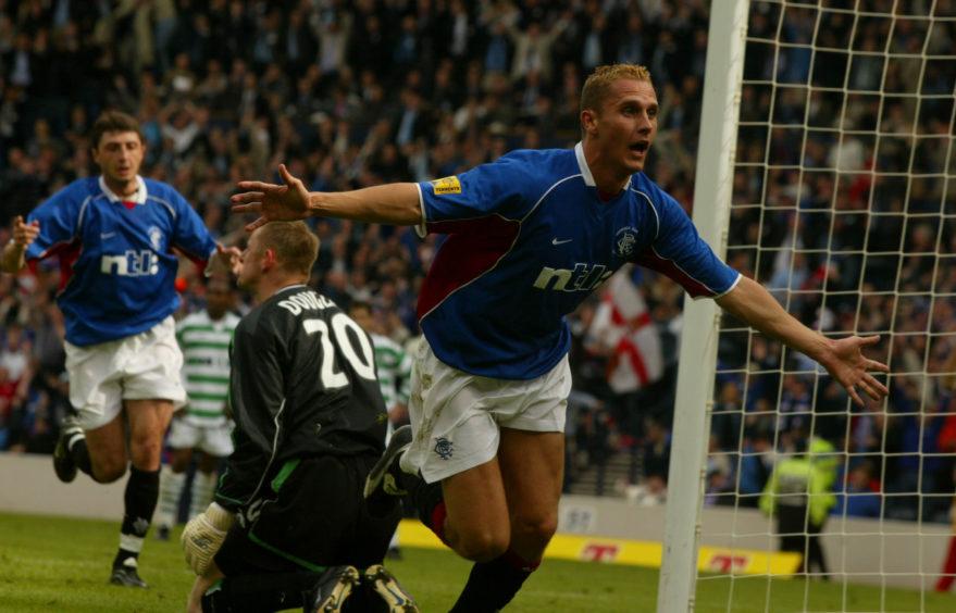 Peter Lovenkrands scores winner against Celtic in 2002 final