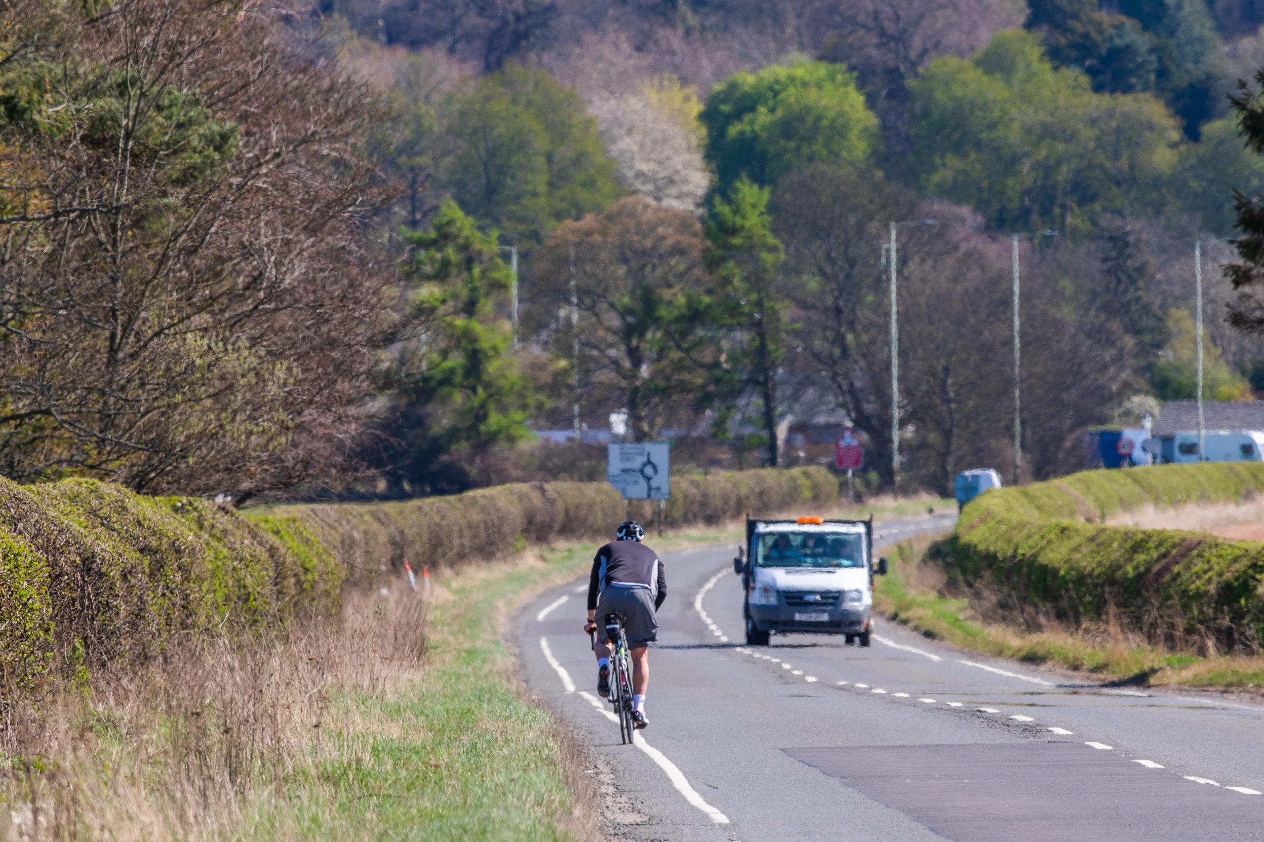 Road from Bridge of Earn to Aberargie.