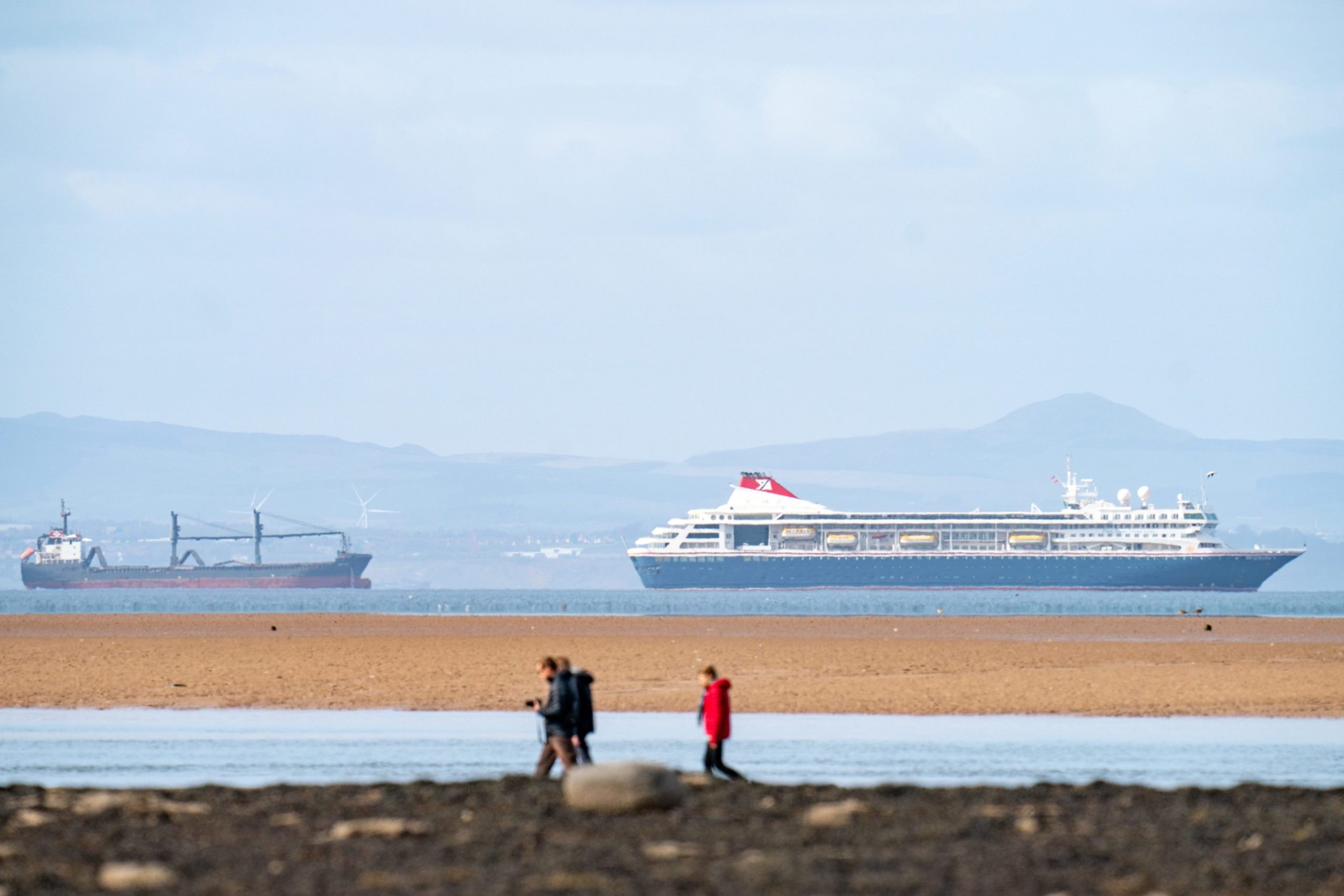 Fred Olsen cruise ship in the Forth