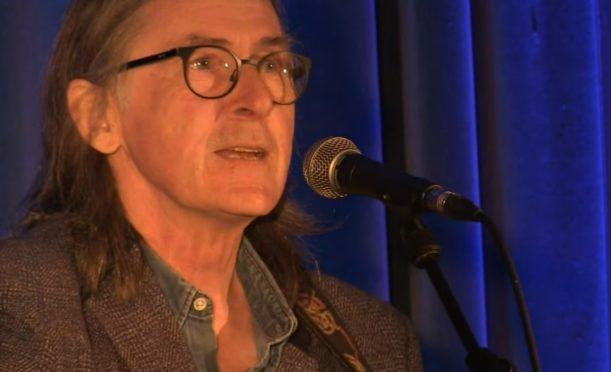 Dougie Maclean performs for NHS heroes on the frontline