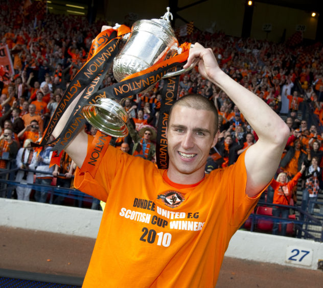 Dillon lifts the Scottish Cup at Hampden in 2010