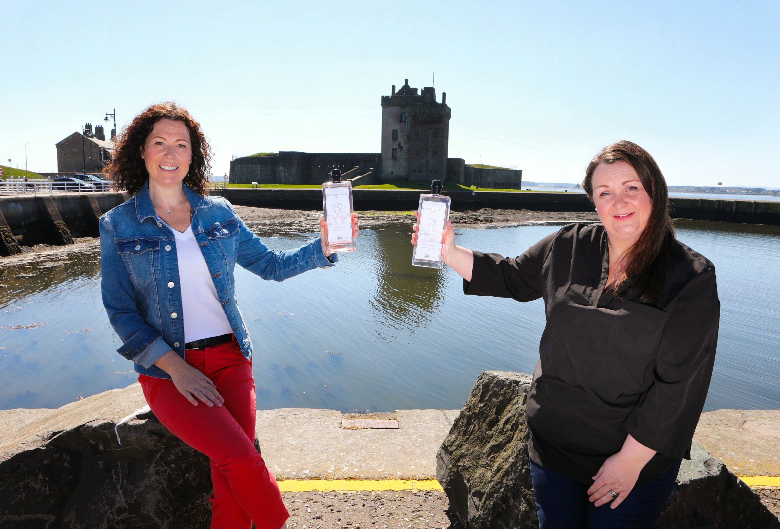 Fiona Walsh & Angela Jarron of Toll House Spirits with their new creation, Broughty Ferry Gin.
