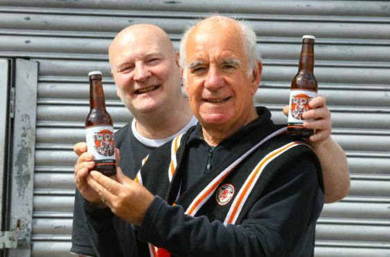 """Danny Cullen of the Law Brewing Company and Denis McGurk of the """"Dundee United Supporters Foundation"""" with the new Dundee United craft beer"""