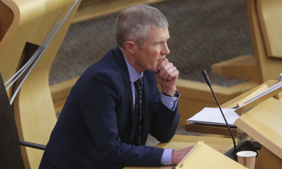 MSPs voted to back a Liberal Democrat led motion to reform the Scottish Qualification Authority and Education Scotland.