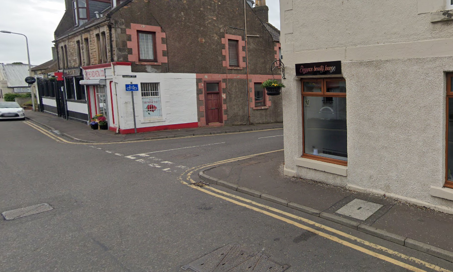 The suspect made off in the direction of Nairn Street.