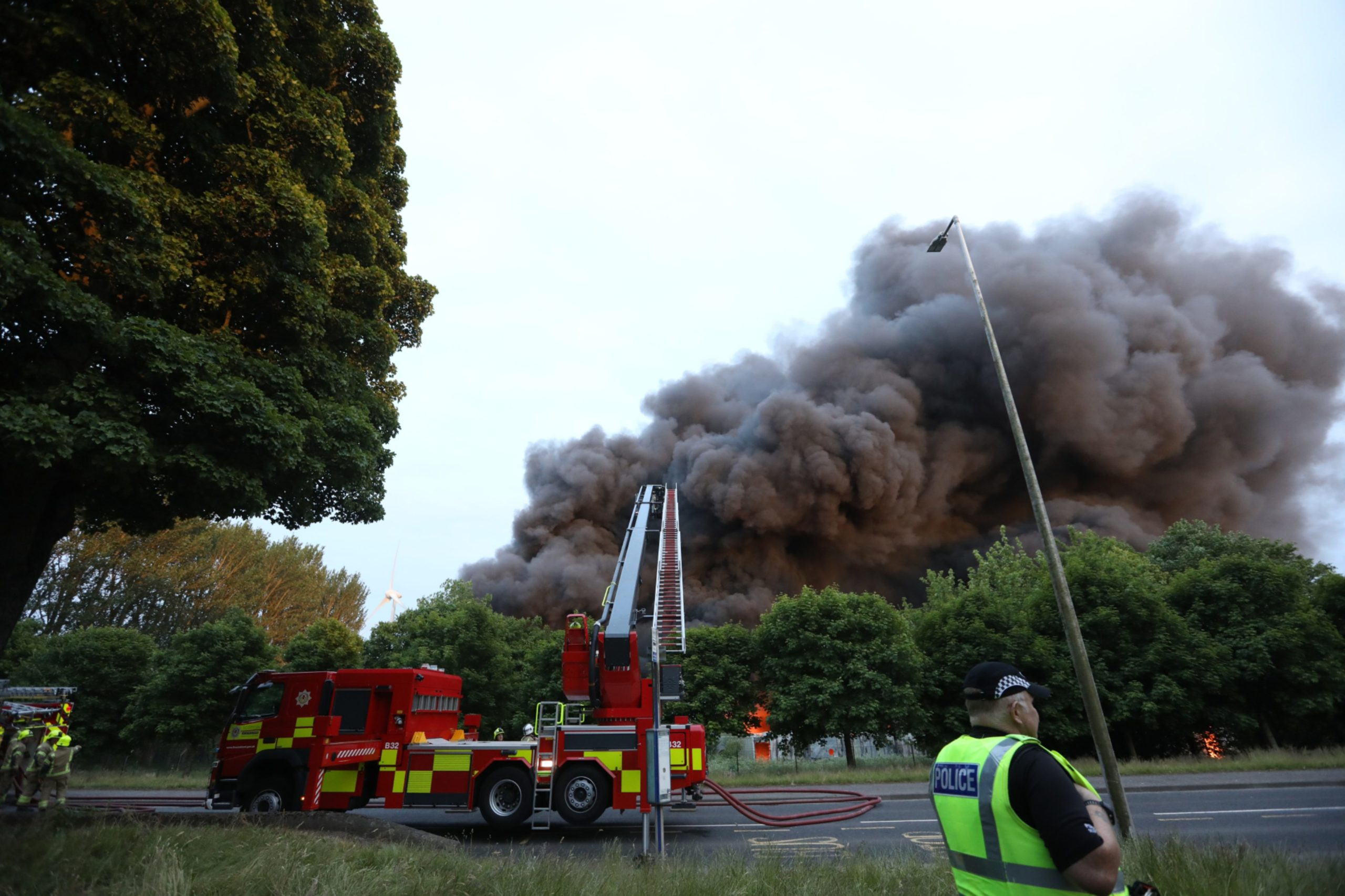 The huge blaze in Dundee tonight.