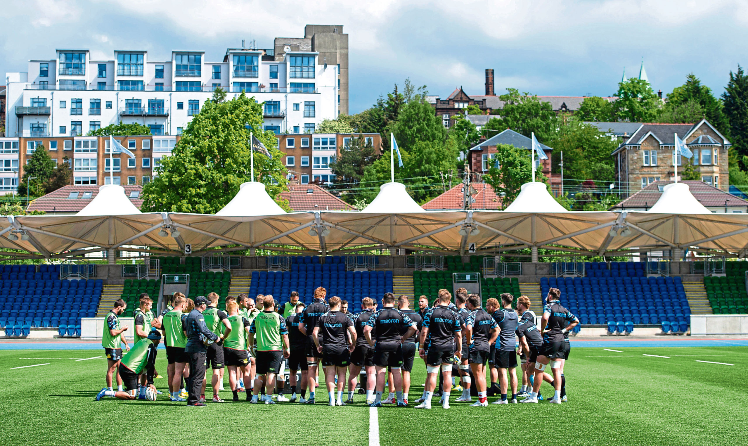 21/05/19 GLASGOW WARRIORS TRAINING SCOTSTOUN STADIUM - GLASGOW The Glasgow Warriors team huddle