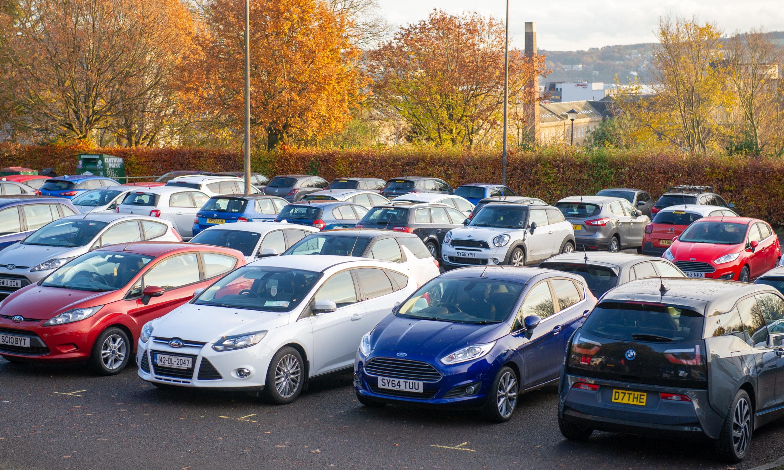 Parking at Dudhope Castle car park.