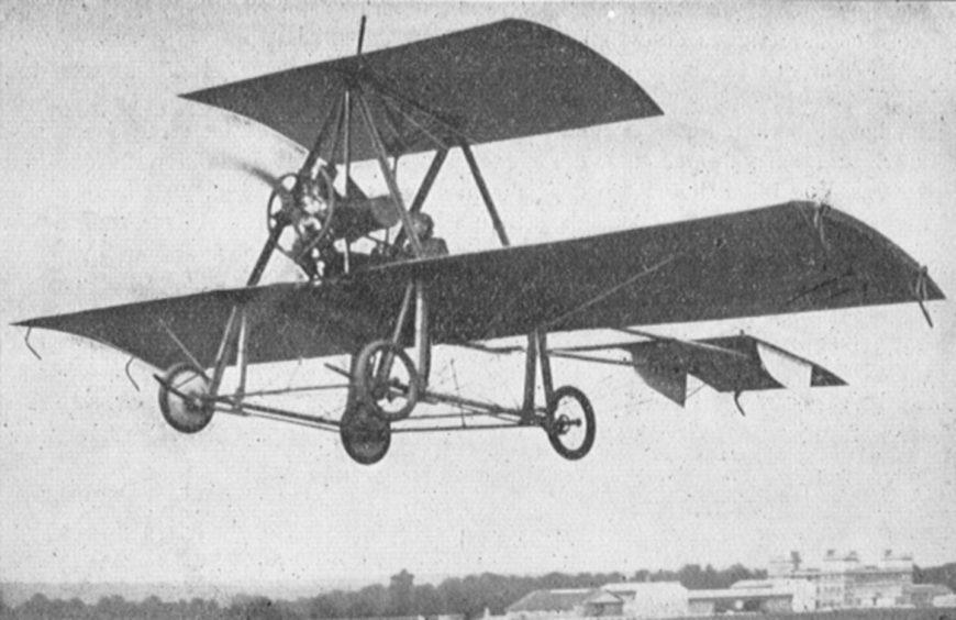 Watson's No.3 in flight at Buc in France during the Concours de La Sécurité en Aéroplanes competition, photographed by German magazine Flugsport's Paris correspondent. Its overall size is evident by comparison to its pilot.