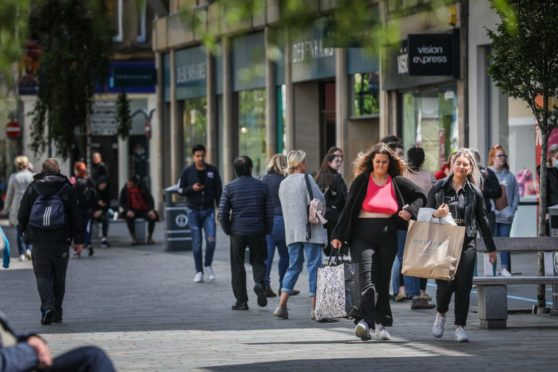 The Courier, CR0022098, News, Non-essential buisnesses and shops are reopening today after being closed for 14 weeks due to covid-19. Picture shows; shoppers take to the high street now that the shops are reopen again. Monday 29th June, 2020. Mhairi Edwards/DCT Media