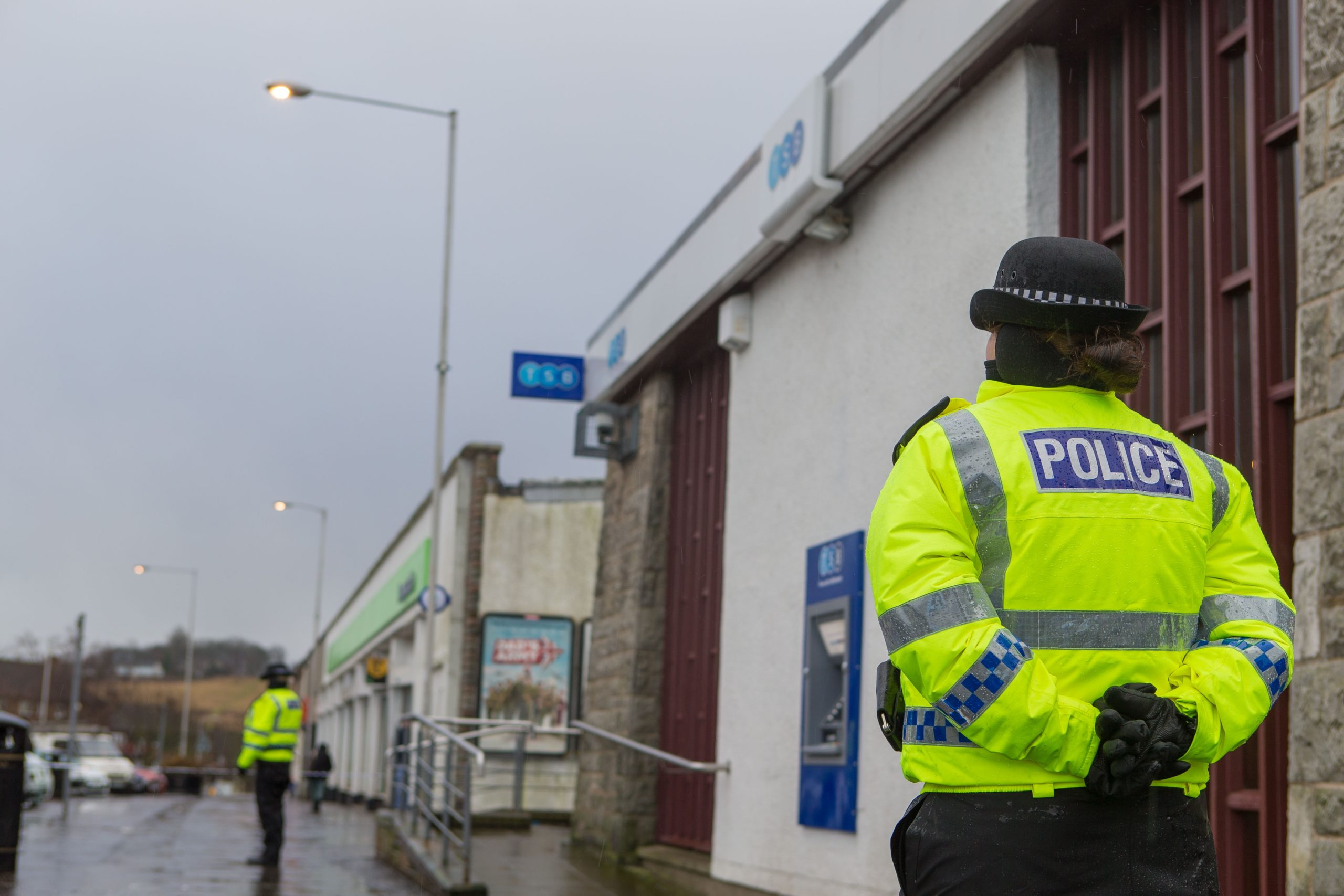 The scene outside the TSB Bank in Kirkcaldy following the armed robbery at the time.
