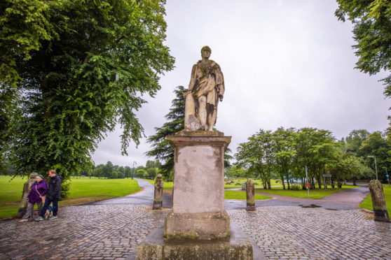 Sir Walter Scott left without his faithful deerhound at South Inch