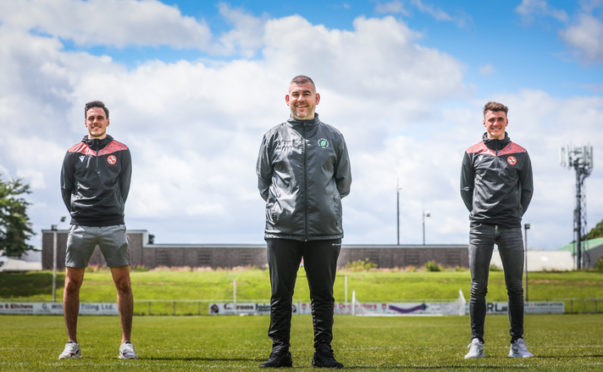 Liam Smith is joined by North End manager Tony McAulay and United teammate Jamie Robson at a socially-distanced North End Park.
