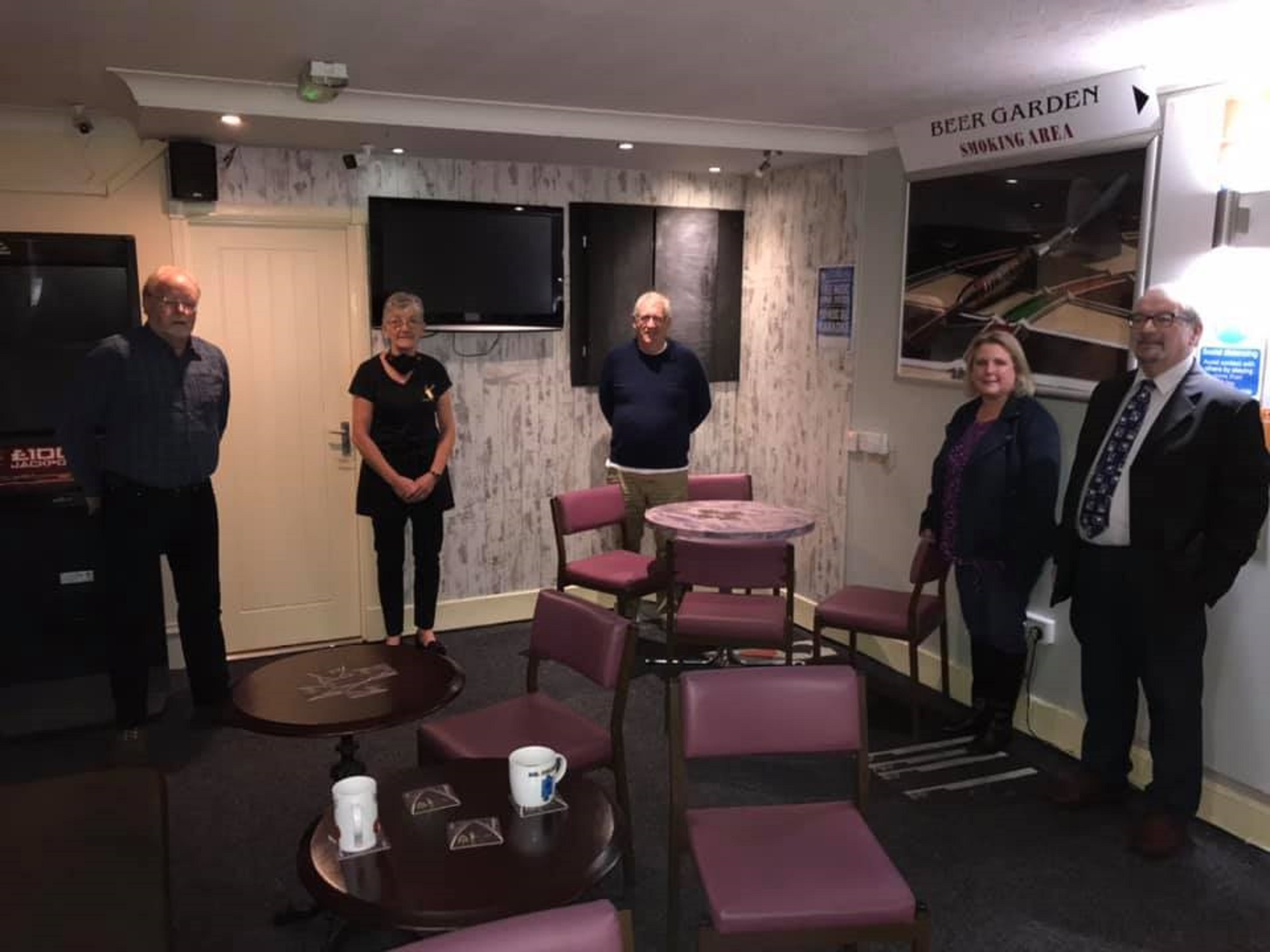 Jeff Ellis (FLTA board), Irene Gibson (Monarch Bar owner), Douglas Chapman MP, Mhorag Douglas (Chair of FLTA) and Brain Gordon (FLTA board).