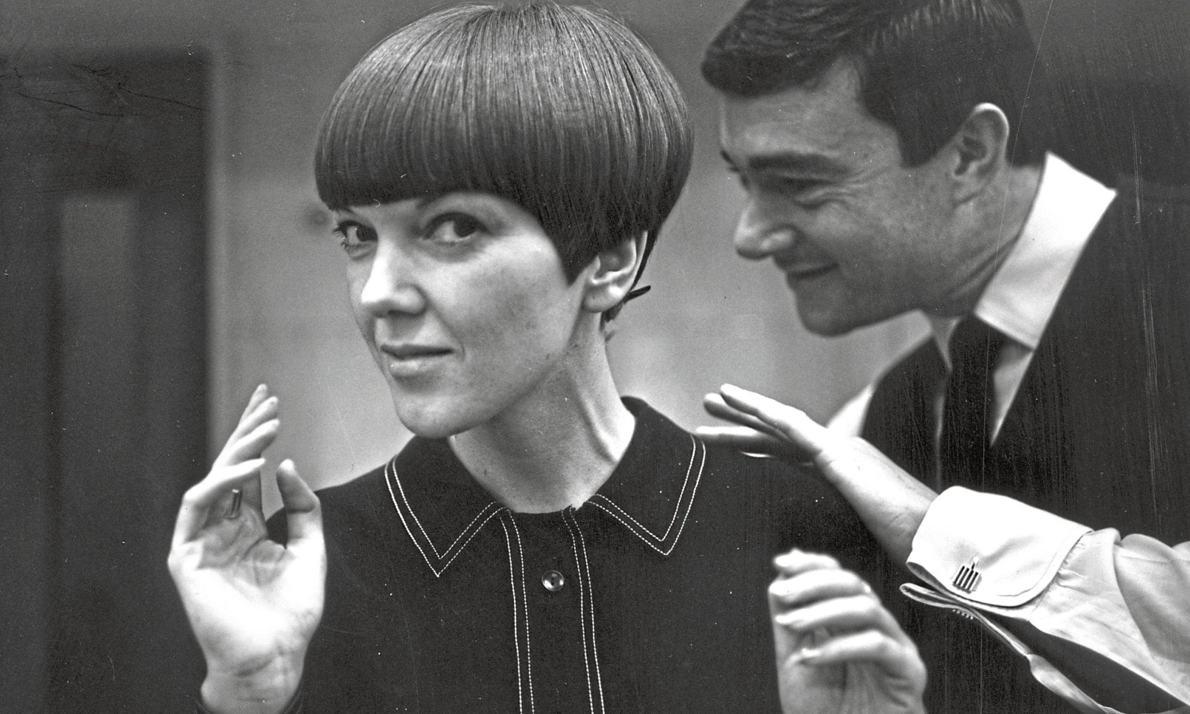 Mary Quant having her hair cut by Vidal Sassoon in November 1964.
