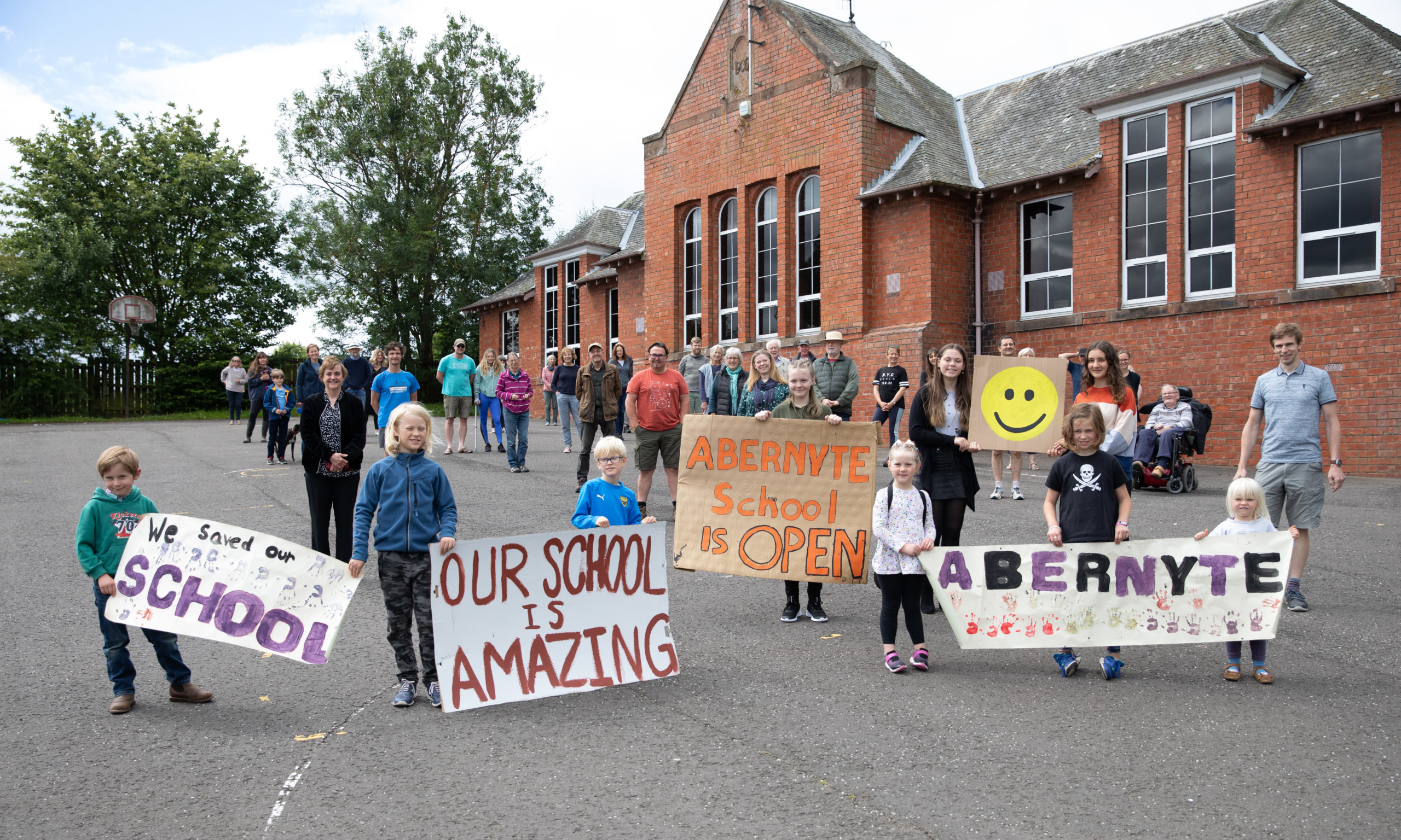 There were celebrations at Abernyte Primary when the closure was overturned.