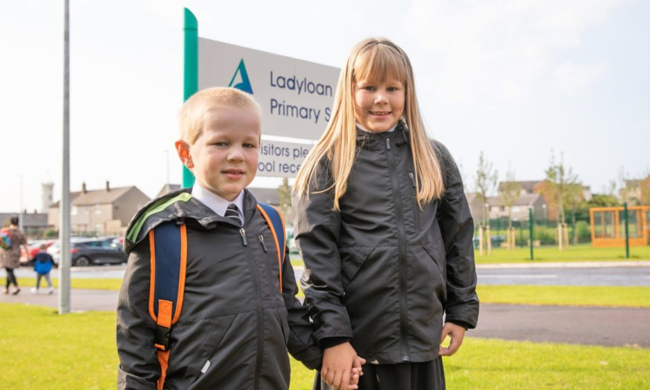 Calvin (5) and Kaylee (9) Dundas arrive back to Ladyloan Primary School