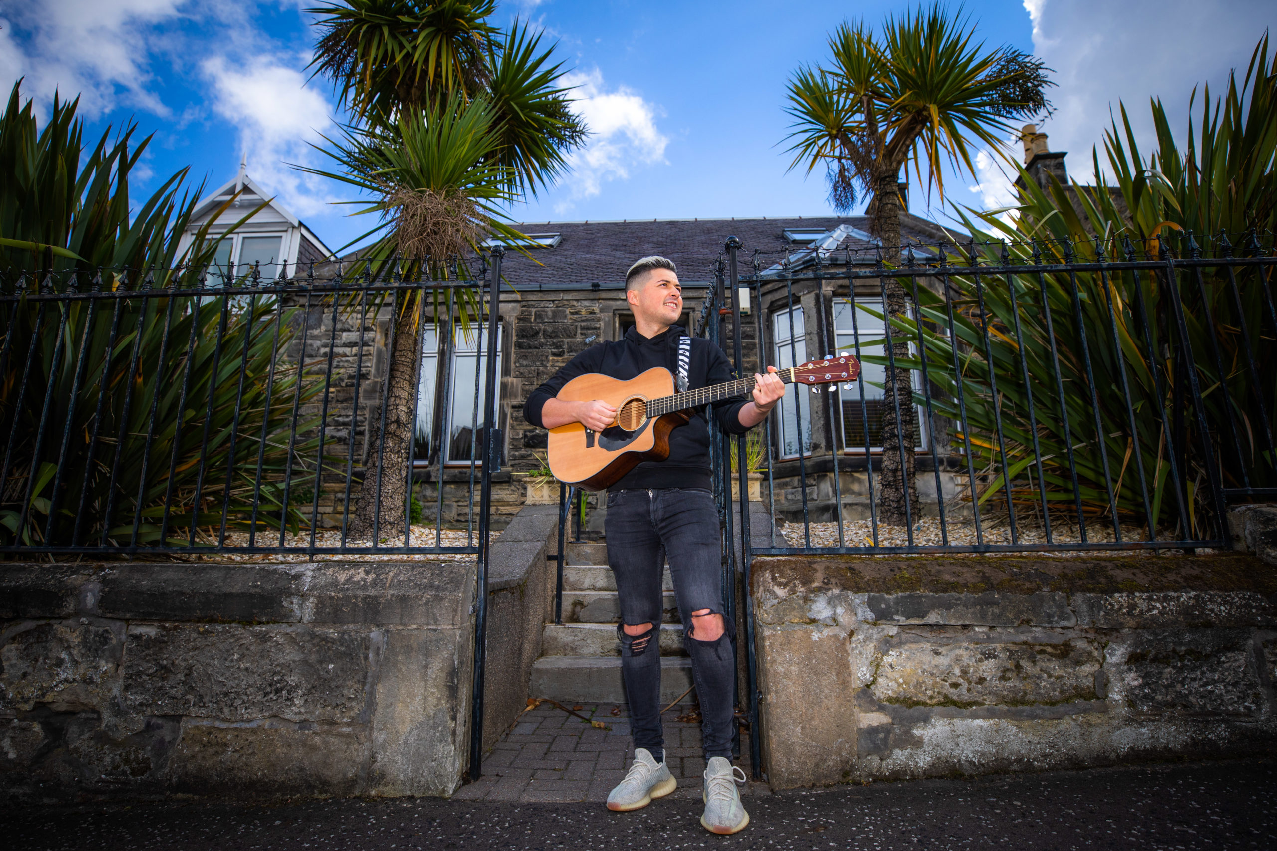 Kirkcaldy singer Phil Ciarletta has turned lockdown disappointment into a chance to further his career.
