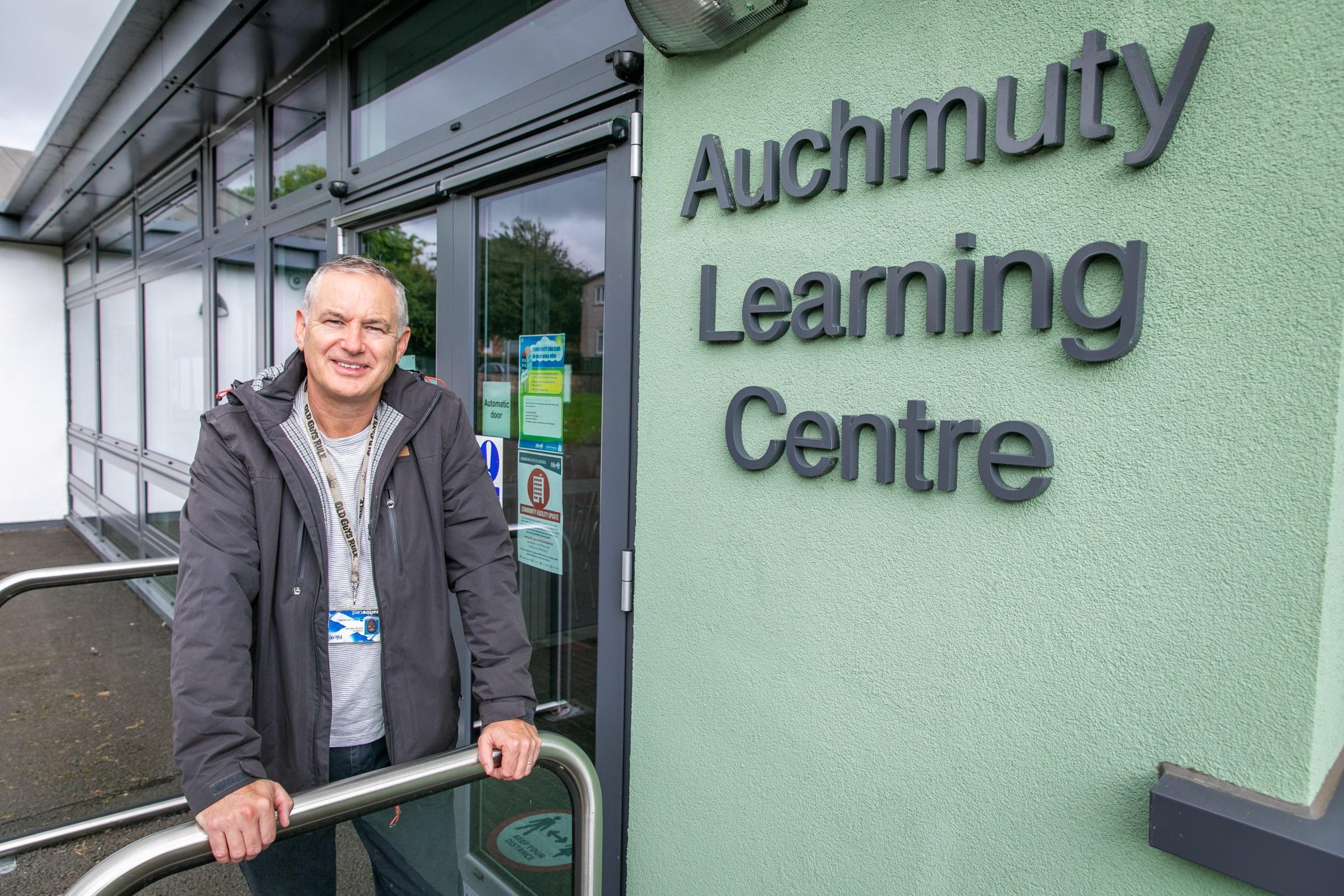 Fife Council Lead Officer, JP Easton outside Auchmuty Learning Centre in Glenrothes which remains closed due to COVID19 restrictions, but is pivotal to the well being and mental health of many Glenrothes residents - Thursday 20th August 2020 - Steve Brown / DCT Media