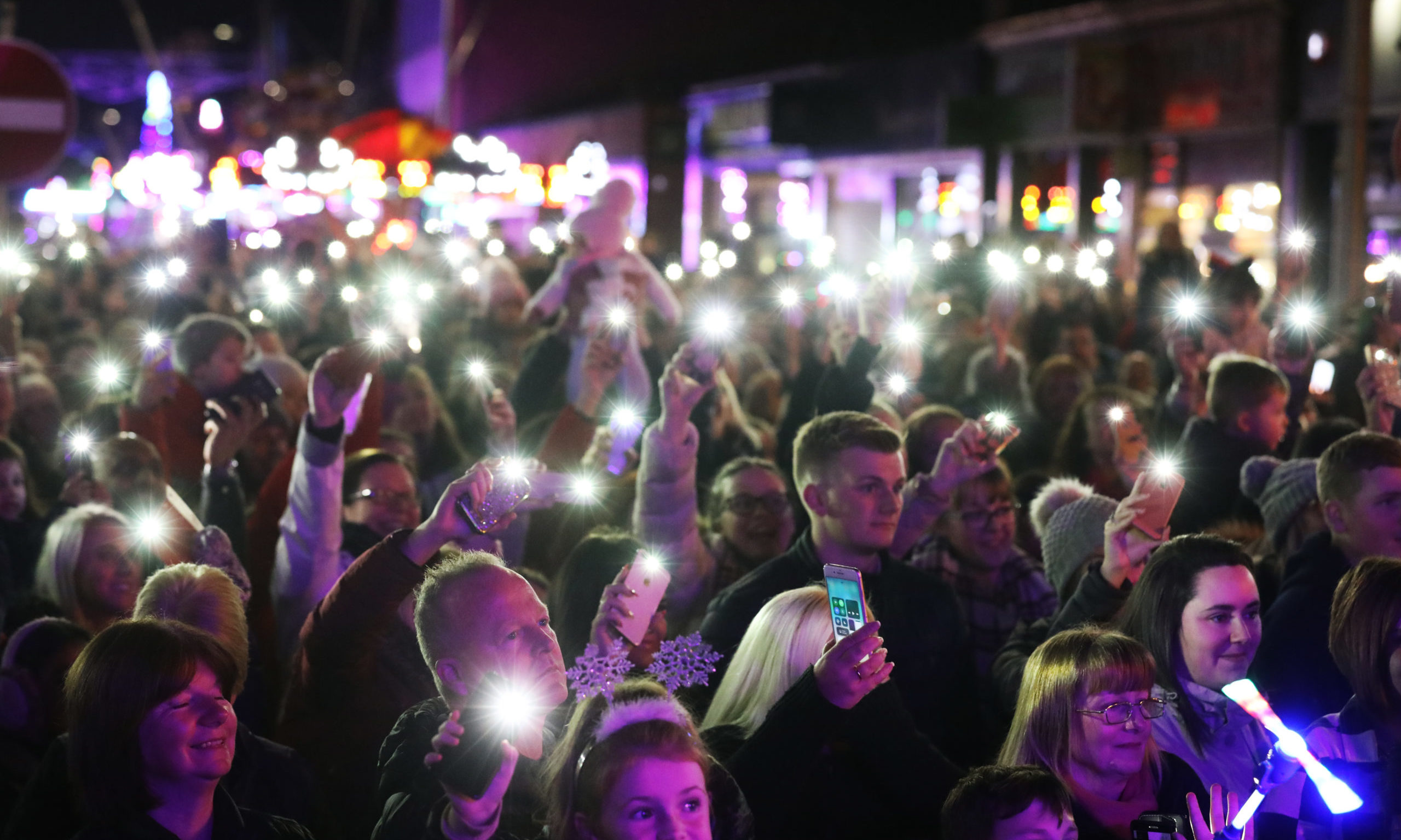 Broughty Ferry Christmas Light Switch on from 2018 Picture shows; The crowd enjoying the show. Thursday 14th November, 2018. Mhairi Edwards/DCT Media