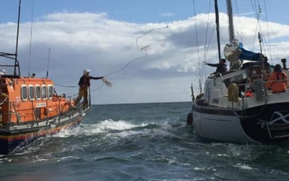 The ALB set up a two to the yacht. Pic: Arbroath RNLI.