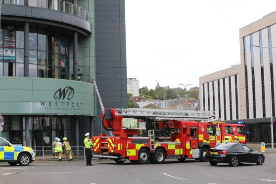 Evening telegraph news CR0024098 G Jennings pics fire at the West Port Apartments in Dundee city centre, friday 25th september.