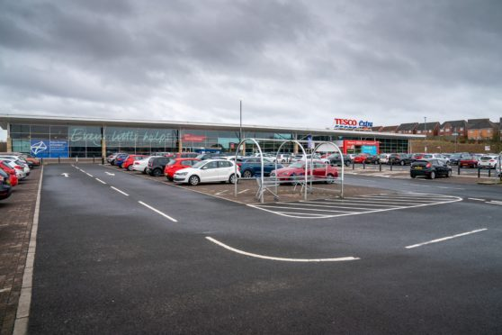 Councillors have approved the drive-thru plan at the Tesco supermarket.