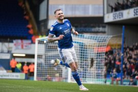Dundee United remain in transfer hunt for James Norwood but Ipswich Town boss Paul Lambert reckons striker will stay at Portman Road